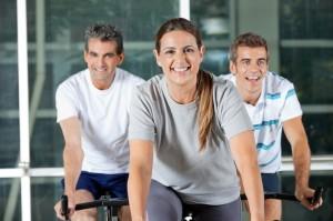Hold til spinning time i fitness center