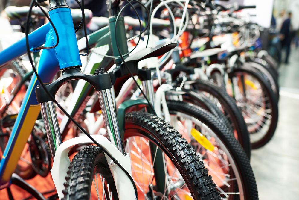 10 cykler på række i en cykelhandler på Østerbro
