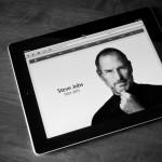 iPad med billede af Steve Jobs